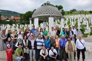 Veyis Gungor Arkadaslariyla Izzetbegovic Sehitliginde Saray Bosna